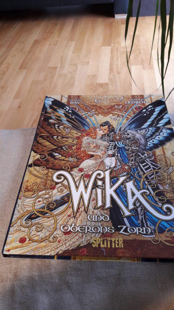Cover von Wika 1 zeigt sich küssendes Elfenpaar mit Baby Wika