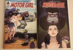 Comiccover: Eine junge Frau repariert ein Ufo und ein Gorilla sieht zu. Ein Gorilla, eine junge Frau und ein Cartoon-Außerirdischer schauen den Leser frontal an.
