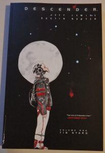 Comiccover. Androidenjunge, der einsam nach oben schaut auf schwarzem Hintergrund