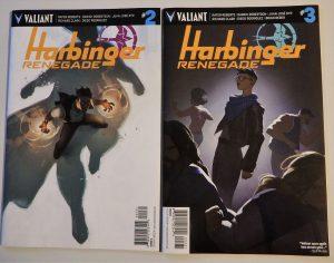 Zwei Comiccover mit jugendlichen Superhelden