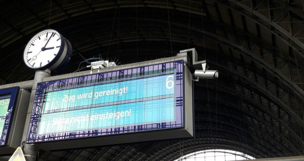 Anzeige am Bahnsteig