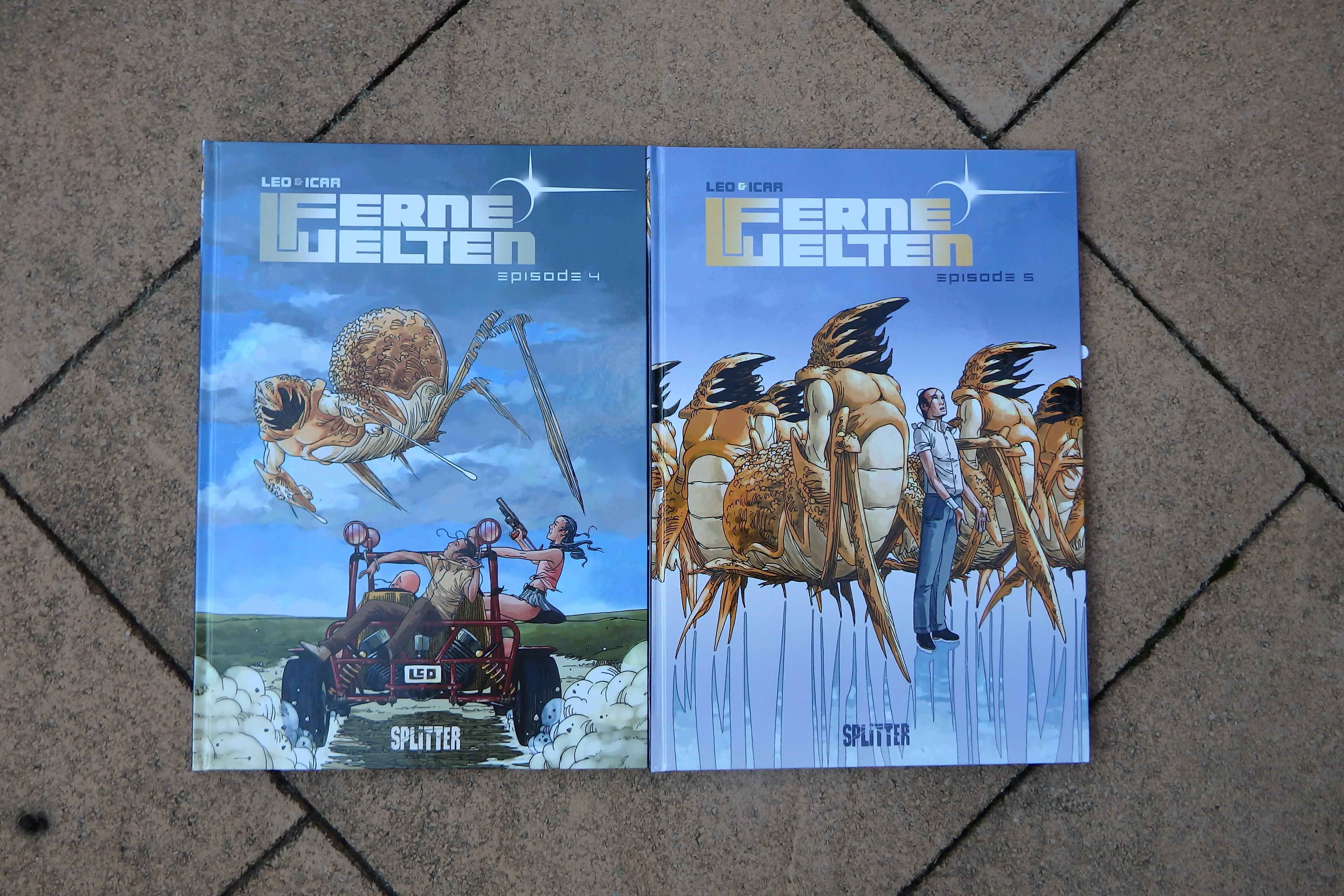 Zwei Comics auf Steinboden, auf den Covern Außerirdische, die wie große Hummer aussehen und einige Menschen