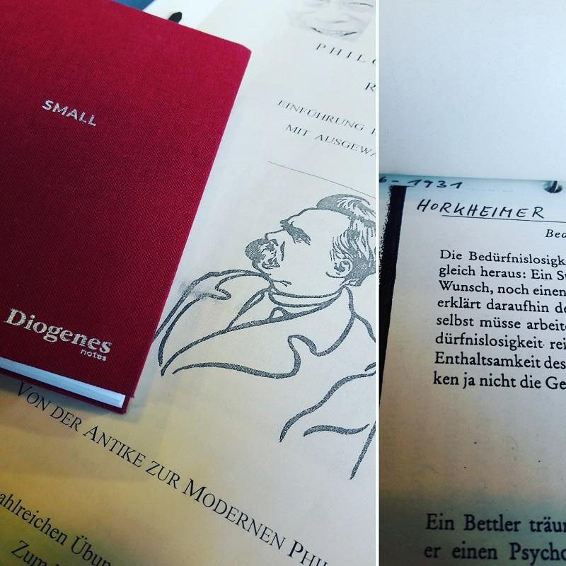 Schulungsunterlagen für Philosophiekurs und ein rotes Noitzbuch