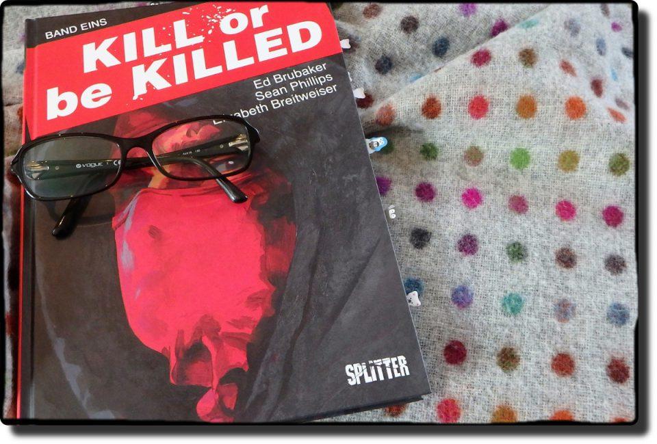 Comiccover mit einem vermummten Gesicht und darauf liegt eine Brille