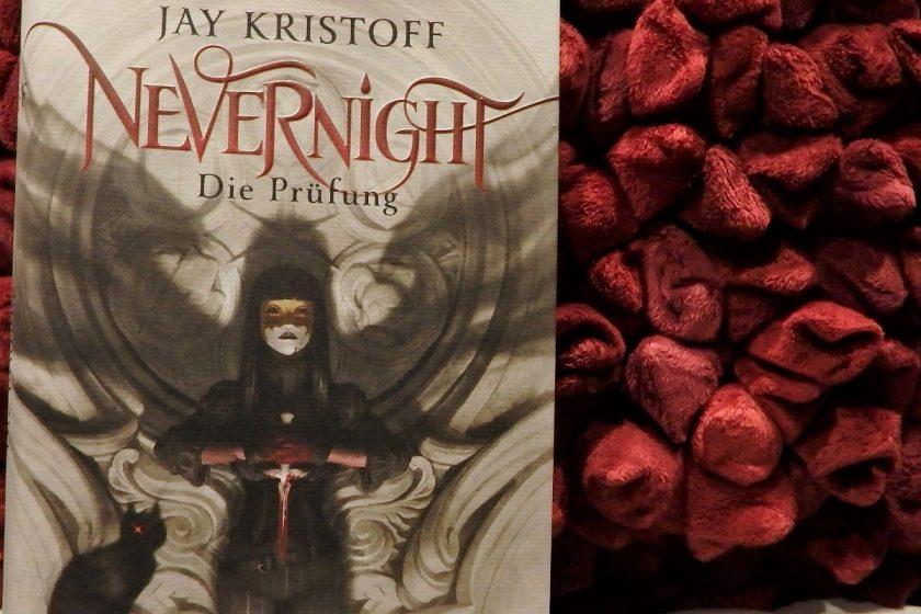 Buchcover auf einem roten Kissenhintergrund.