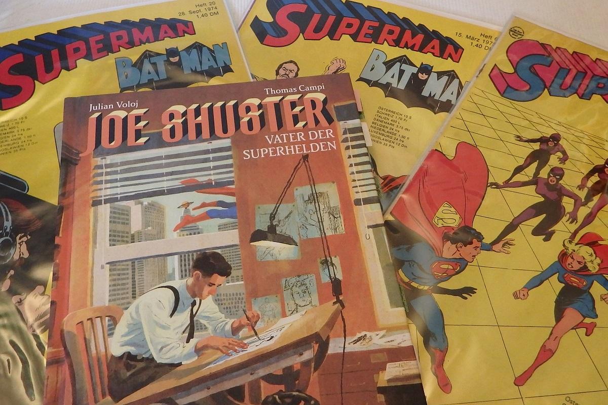 Comic liegt auf einem Bett aus drei alten Superman-Heften von Ehapa