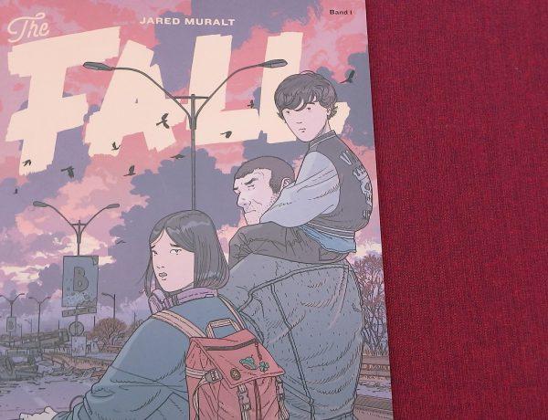 The Fall Band 1 - der Comic liegt auf einem dunkelroten Untergrund