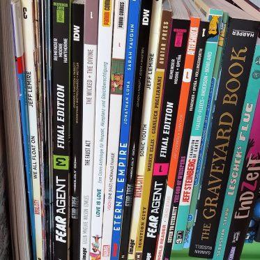 Stapel diverser Comics