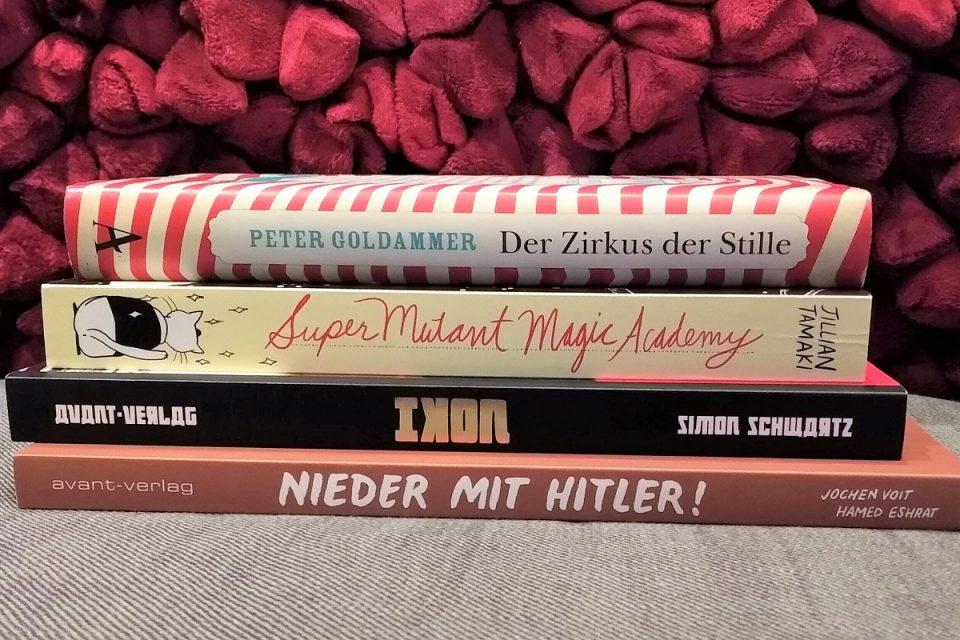 Stapel von vier Büchern