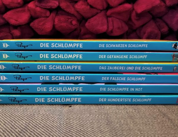Alle sechs Bände übereinander, der Buchrücken ist zu sehen