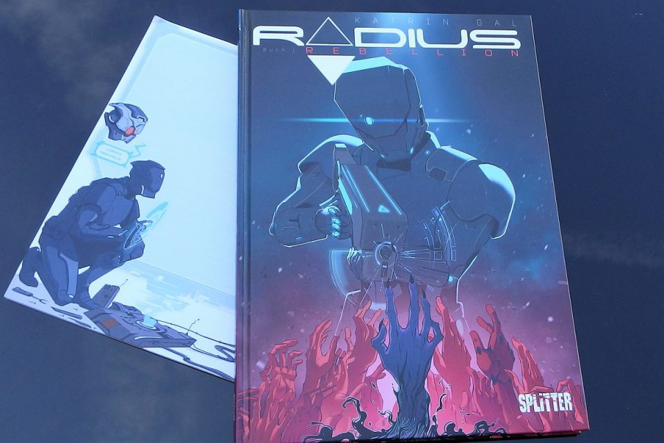 Radius Comic neben einem Block mit Radius-Motiv