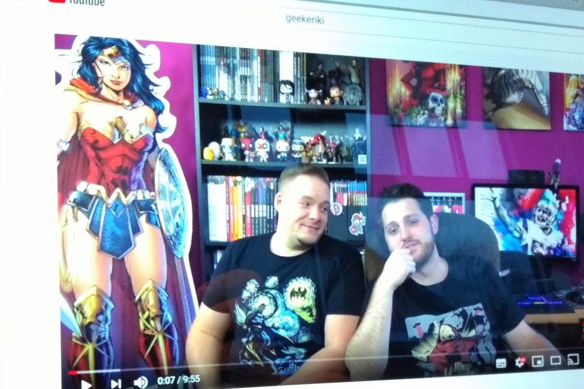 Flo und Michael in ihrem Comicspace, dahinter ein Wonder Woman-Aufsteller
