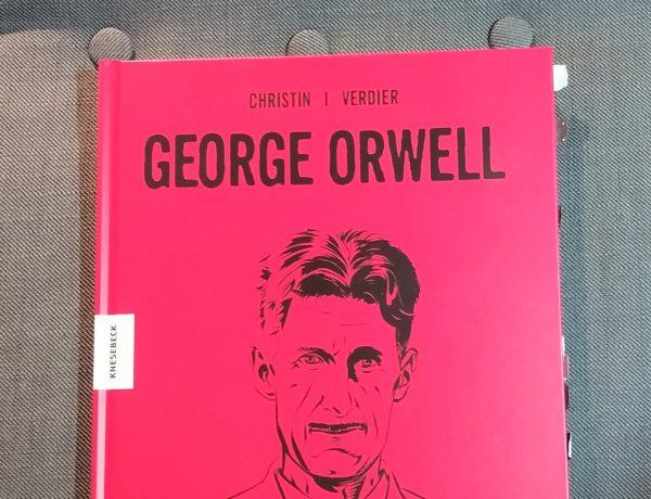 Rotes Buch mit schwarzem Kopf und schwarzer Schrift
