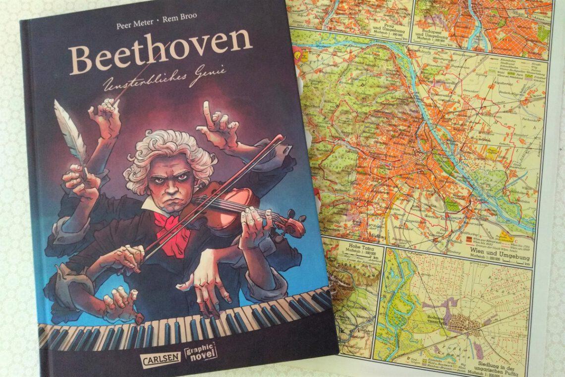 Comic auf dem Beethoven klavierspielend abgebildet ist, daneben eine ältere Straßenkarte von Wien