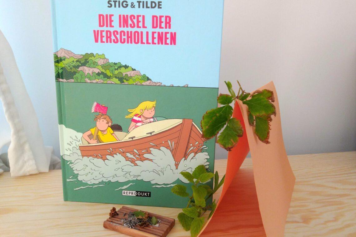 Comic zeigt zwei Kinder in einem Boot, dahinter eine Insel